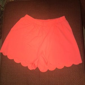 Small Everly scallop shorts